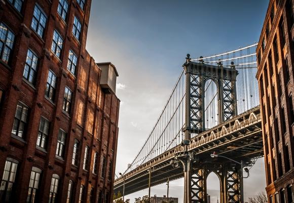 Manzara Fotoğrafları Şehrin içinden geçen Köprü