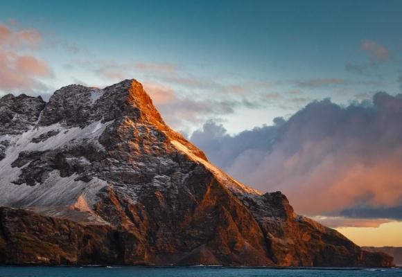 Manzara Fotoğrafları Karlı Dağlara ve Günbatımına